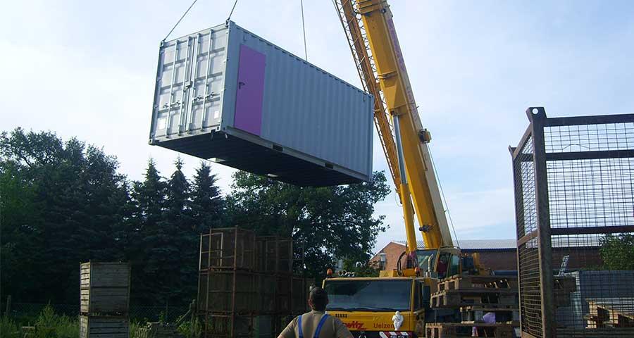 Aufbau und Transport eines mobilen Heizcontainer